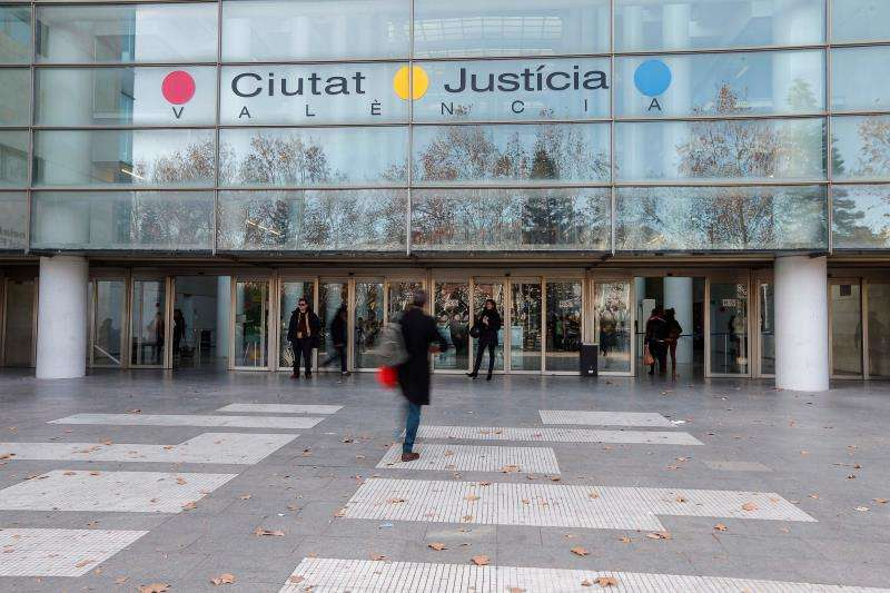Fachada principal de la Ciudad de Justicia de València. EFE/Archivo