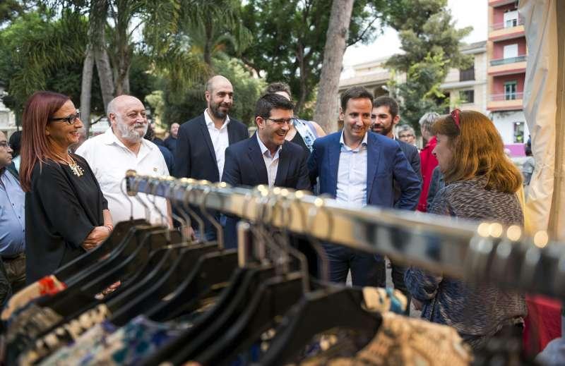 Diputats provincial i càrrecs locals en una visita a la Fira de l?any passat. / epda
