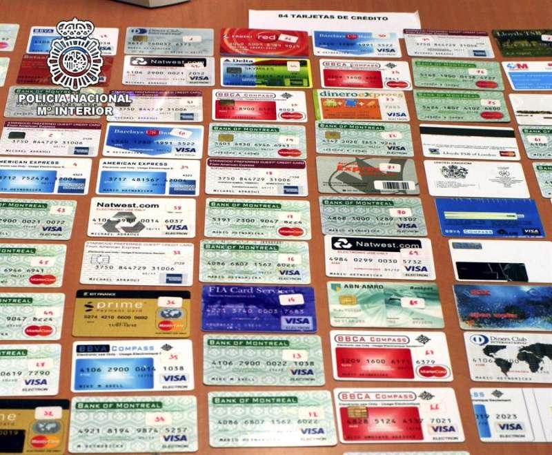 Operación de la Policía Nacional contra la falsificación de carnés y tarjetas de crédito. EFE