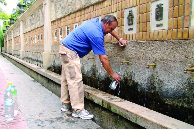 Se aconseja beber bastante agua y con frecuencia