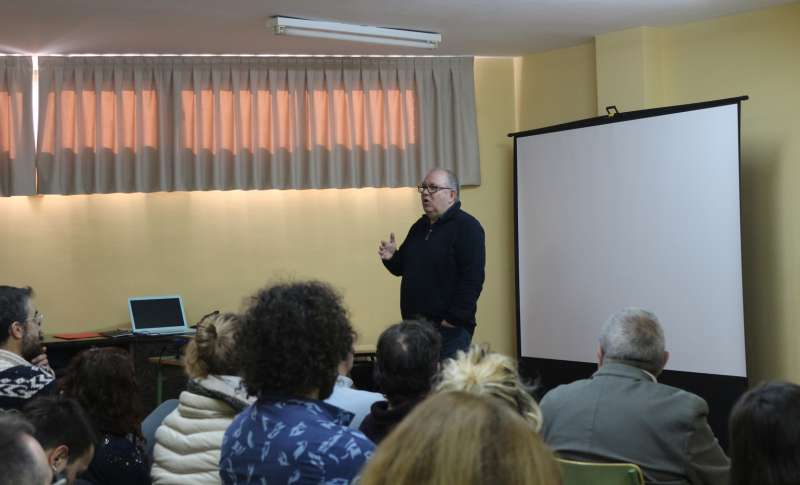 Director general del IVAJ en una reunión celebrada en Geldo