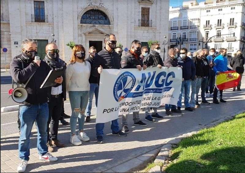 La concentración se ha desarrollado frente a la Delegación del Gobierno en València. EFE