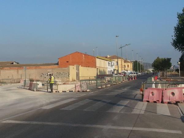 Imagen de las obras de la rotonda en la avenida Fausto Caruana. EPDA