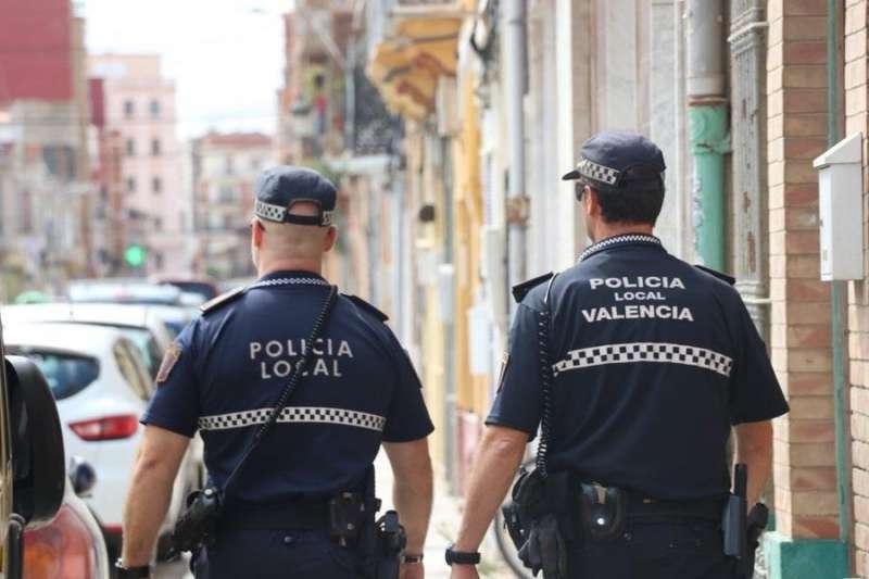 La Policía Local, de patrulla, en una imagen corporativa. EFE