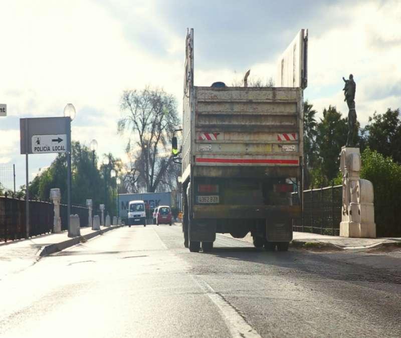 Camió de deixalles a Picassent