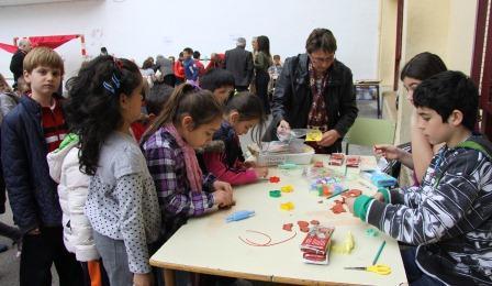 Niños del colegio en los talleres. FOTO: EPDA.