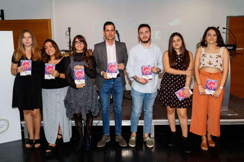 Foto de familia de los Premios Juveniles de Literatura Breve. EPDA