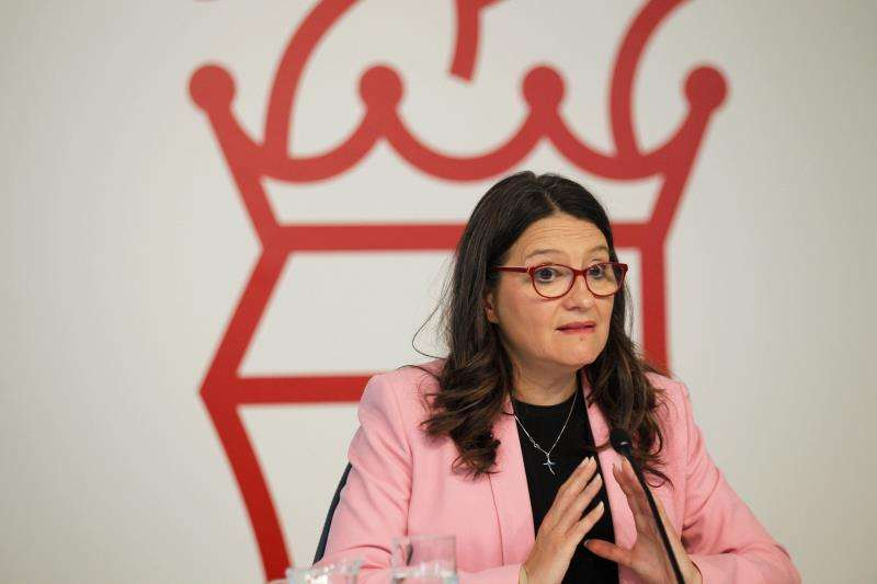 La vicepresidenta y portavoz del Consell, Mónica Oltra, durante la sesión plenaria semanal. EFE