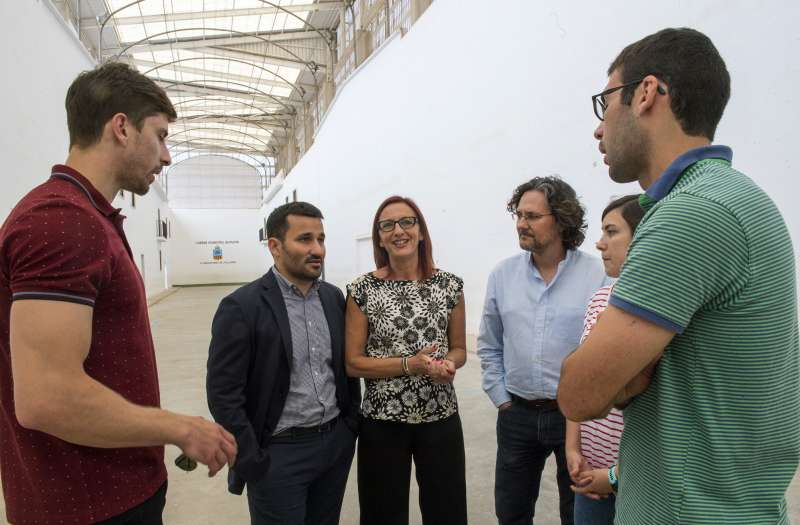 Trinquet a Meliana, visita de Mª Josep Amigó i Vicent Marzà junt amb l