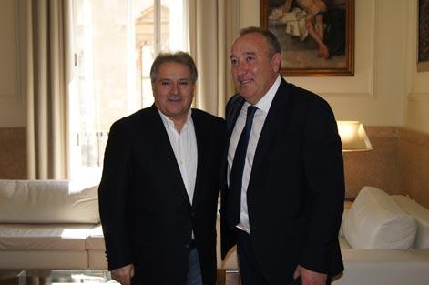 Alfonso Rus, presidente de la Diputación, con el alcalde de La Pobla de Farnals, José Manuel Peralta. FOTO DIVAL.ES