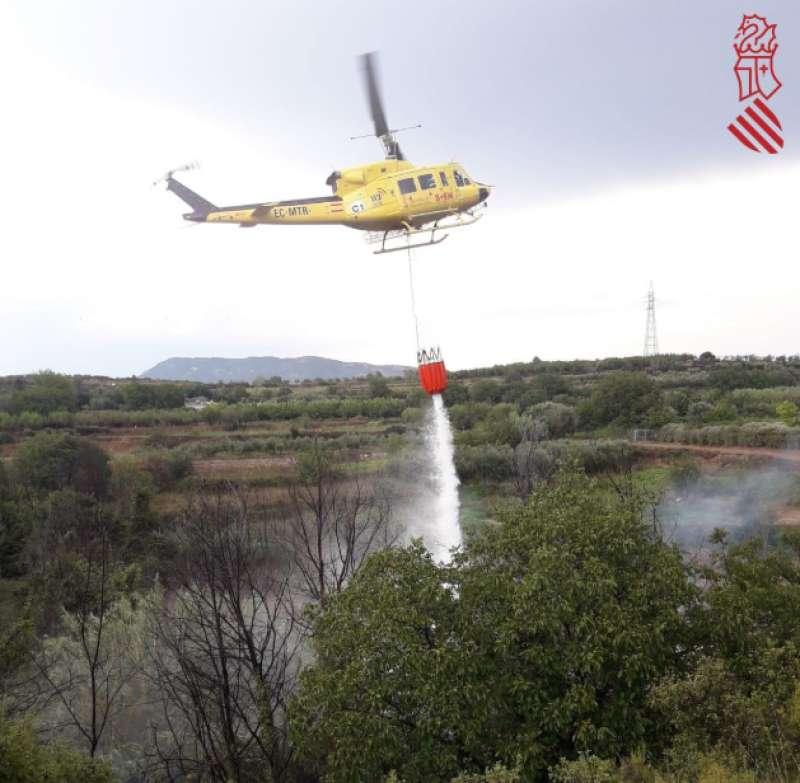 Descarga en el incendio de Navajas efectuada a las 16:00