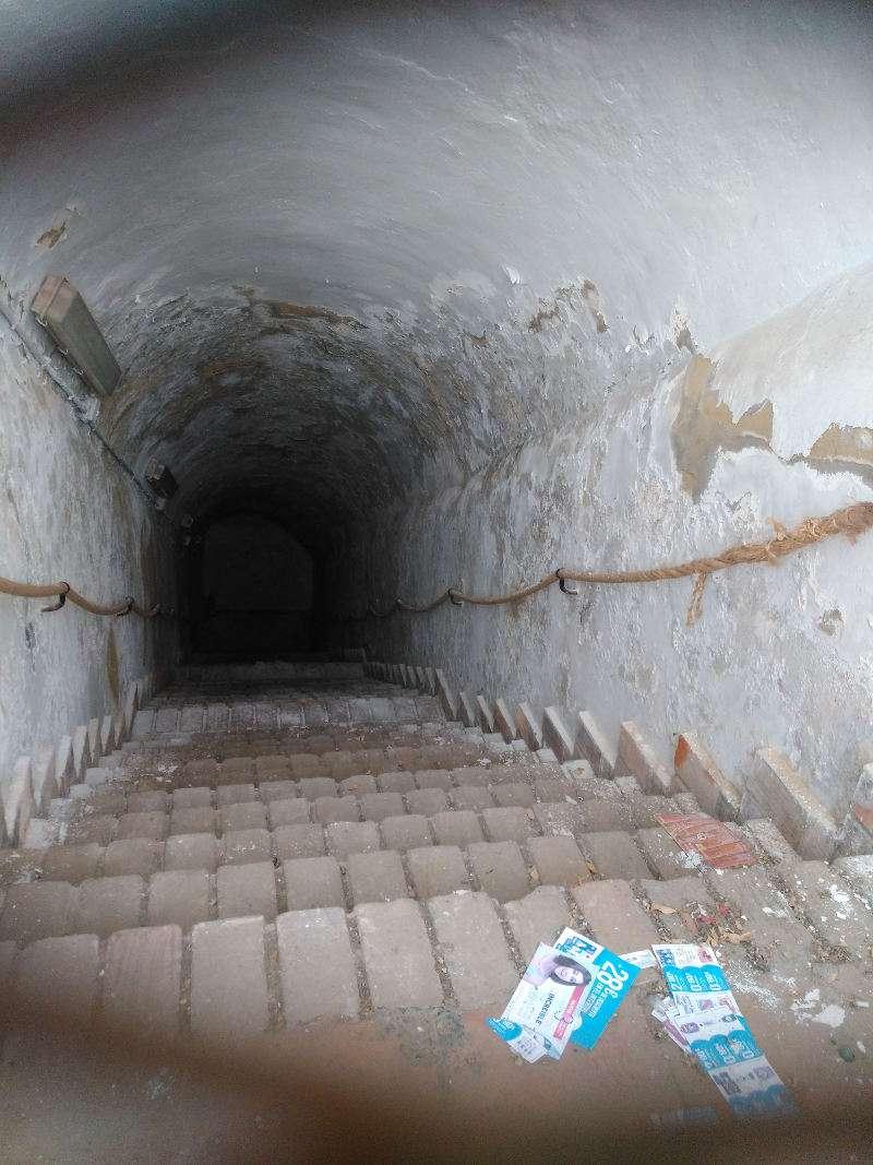Entrada a la cisterna medieval de Quart de Poblet. EPDA