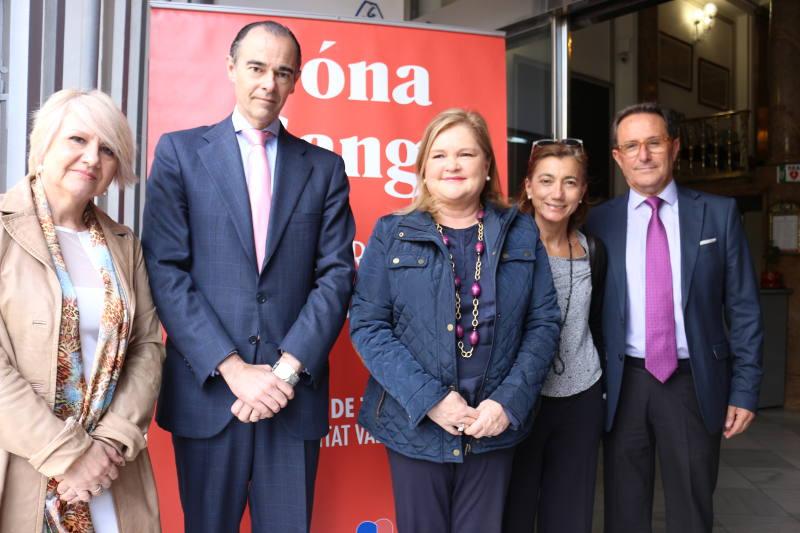 El conseller Llombart, junto con responsables del Centro de Transfusión de la Comunitat Valenciana