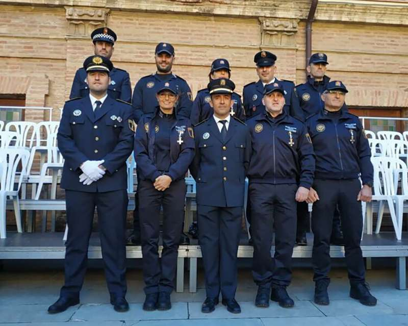Los nueve policías de Sagunt que han recibido la Cruz al Mérito con Distintivo Blanco. EPDA