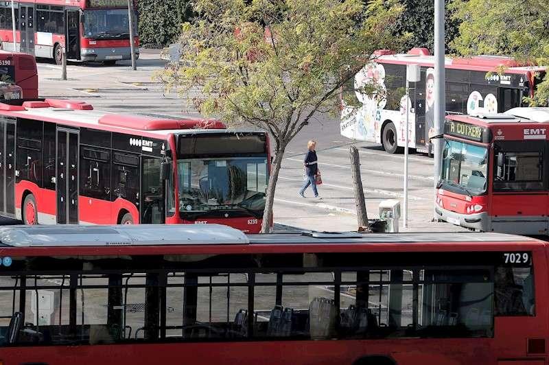 Varios autobuses de la EMT de València. EFE/Kai Försterling/Archivo