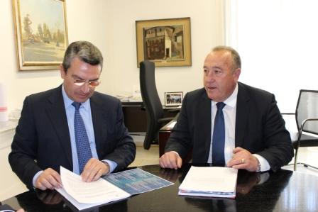 Imagen del diputado de Turismo, Sanjuán, y el alcalde de La Pobla de Farnals, Peralta. FOTO: DIVAL