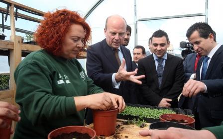 El conseller de Economía, Industria, Turismo y Empleo también ha visitado el Taller de Empleo de Nules.