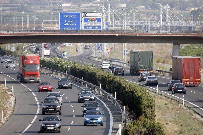 Aspecto de la autopista A-7 en el término municipal de Riba-Roja (Valencia) en una operación de tráfico. EFE/Archivo