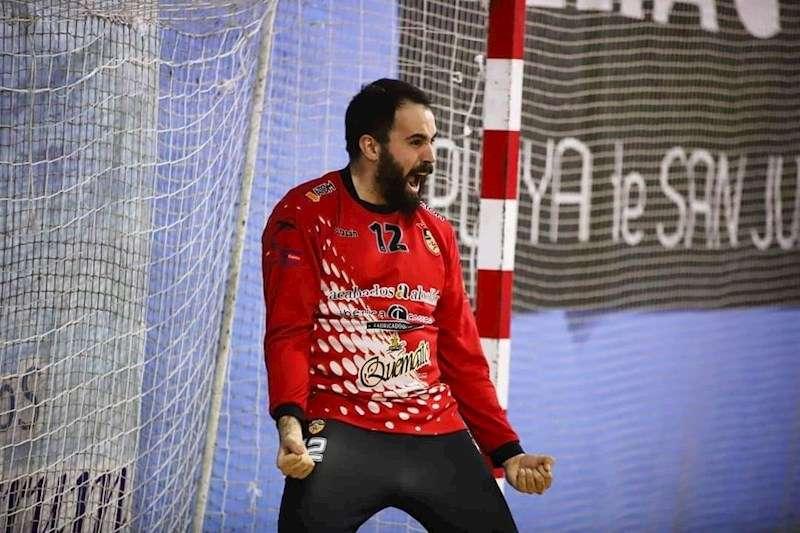 El portero del Elda, Fran Tirado, durante un partido. Foto cedida por la RFEBM