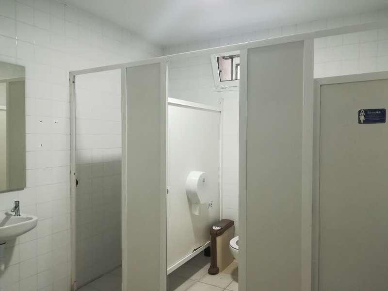 Baños renovados en la casa de cultura de Burjassot. EPDA