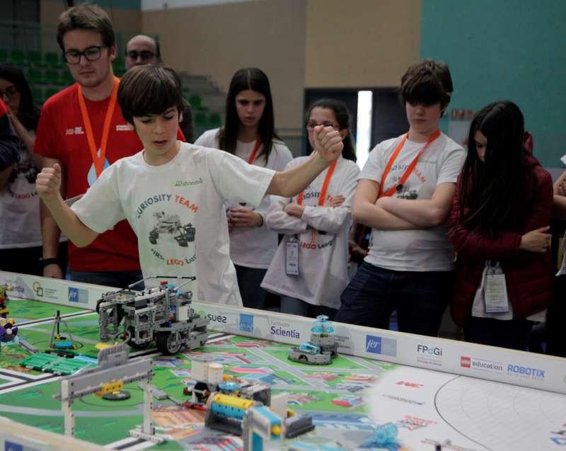 Parte del equipo Curiosity de FIRST LEGO League Comunidad Valenciana