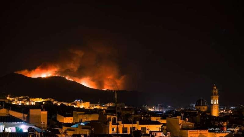 El incendio visto desde Altura esta madrugada. Foto: MANUEL JÁRREGA