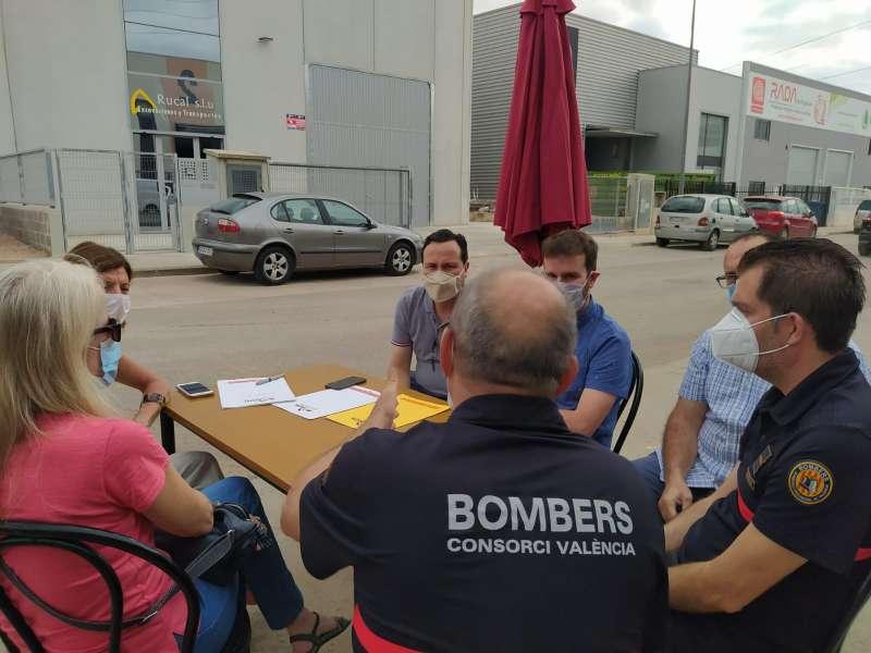 Visita del edil de Industria de Bétera al Parque Empresarial l?Horta Vella con miembros de AEMON. / EPDA