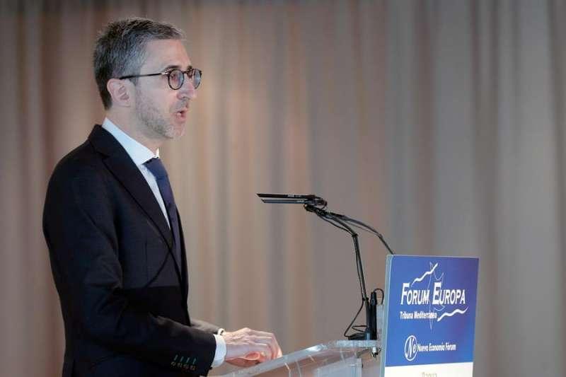 El conseller de Política Territorial, Obras Públicas y Movilidad, Arcadi España, interviene en el Fórum Europa Tribuna Mediterránea. EFE/Kai Försterling