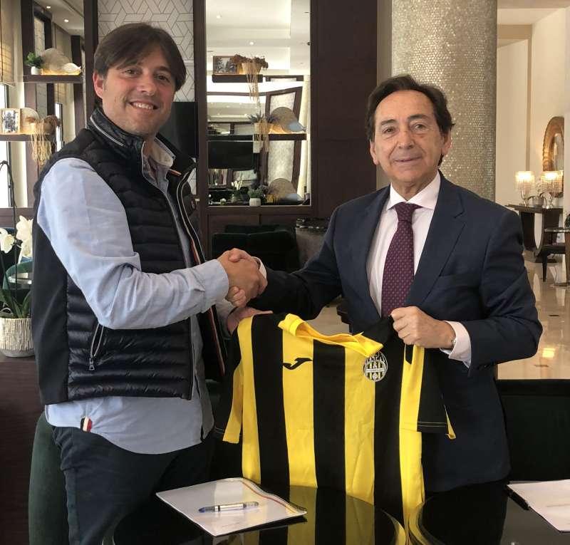 Diego Ramón y Salvador Arenere tras la firma del convenio. EPDA