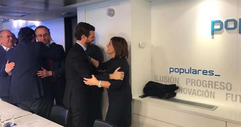 Pablo Casado, saluda a la presidenta del PPCV, Isabel Bonig. Foto cedida por el PP