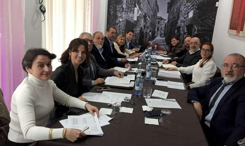 Los miembros de la Junta Directiva durante la última reunión celebrada esta semana.