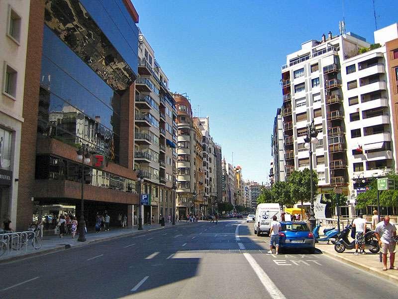 Imagen de la calle Colón antes de las obras. EPDA/Archivo