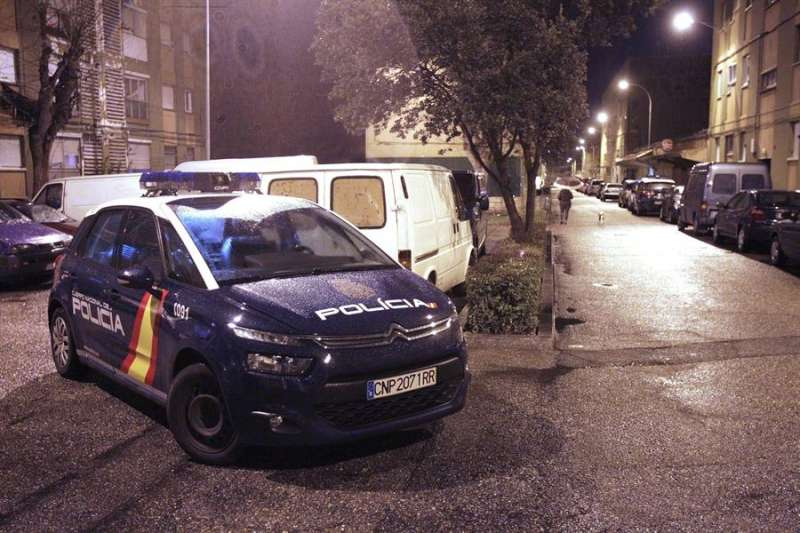 Un vehículo de la Policía Nacional, en una intervención. EFE/J.M.García