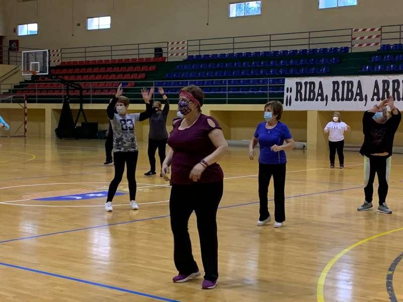 Un grupo de mayores haciendo ejercicio. / EPDA