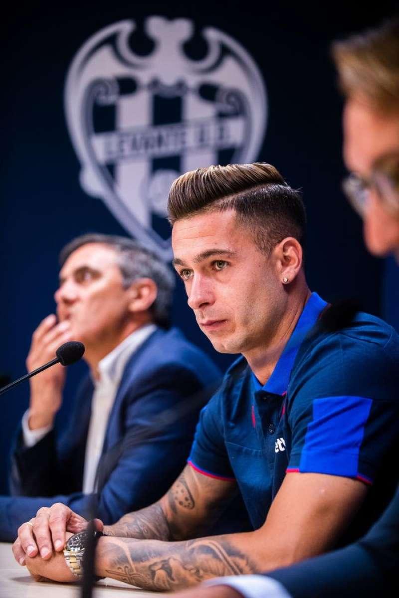 El delantero Sergio León durante su presentación este miércoles como nuevo jugador del Levante para las tres próximas temporadas. EFE