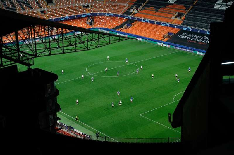 Imagen del encuentro de Liga de Campeones entre el Valencia CF y el Atalanta italiano disputado a puerta cerrada en el estadio de Mestalla (Valencia) por la epidemia del coronavirus, el pasado 10 de marzo. EFE/Manuel Bruque