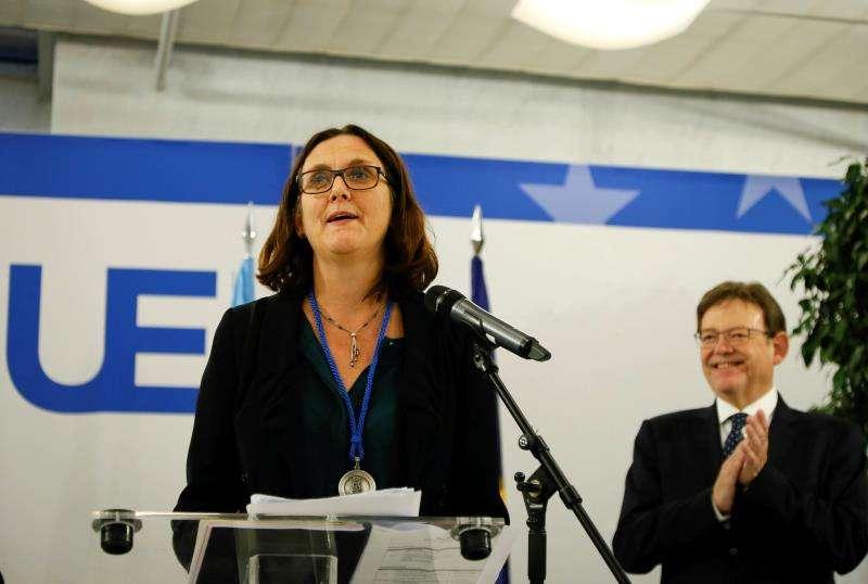 La comisaria europea de Comercio, Cecilia Malmström y el president de la Generalitat, Ximo Puig. EFE