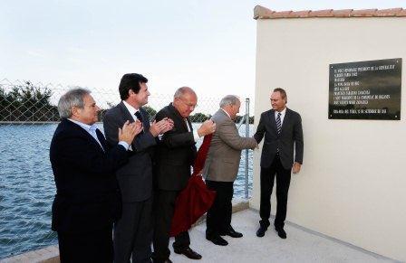 El Presidente de la Generalitat acompañado del Presidente de la Diputación de Valencia y el conseller José Císcar junto con el alcalde de Ribarroja del Turia en el momento de la inauguración. Foto: EPDA