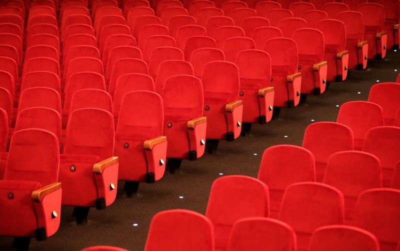 Butacas vacías de una sala de teatro. EFE/Archivo