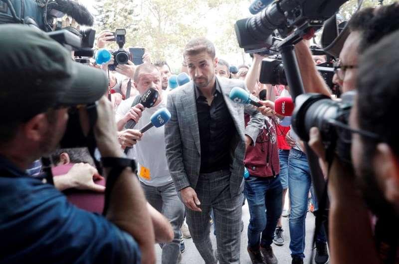 El exjugador del Zaragoza, Gabi, a su llegada al juicio por el posible amaño de un encuentro, el que disputaron el Levante y el Zaragoza en la última jornada de la campaña 2010-2011. EFE/Kai Försterling