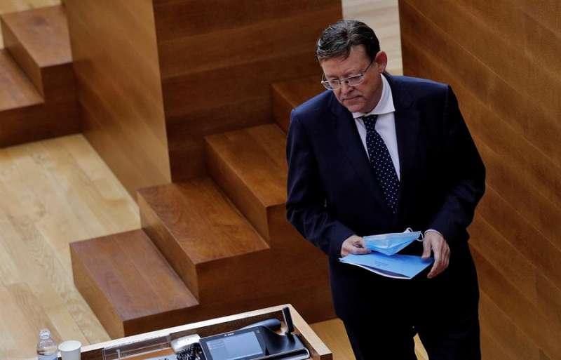 El president de la Generalitat, Ximo Puig, responde en Les Corts a las preguntas de los grupos parlamentarios sobre las medidas para mejorar la situación económica, sanitaria y social de la Comunitat Valenciana. EFE/Manuel Bruque