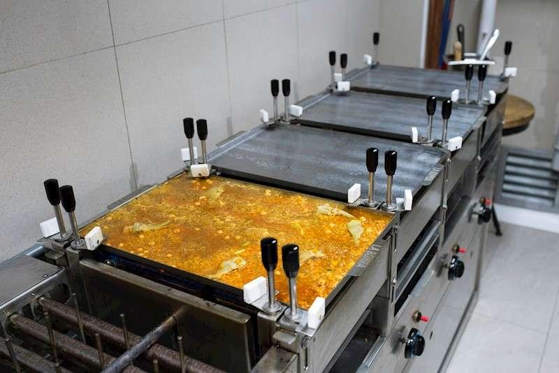 Una paella elaborada a partir de las innovaciones técnicas desarrolladas por los cocineros Christophe Pais y Cristina Querol. EFE