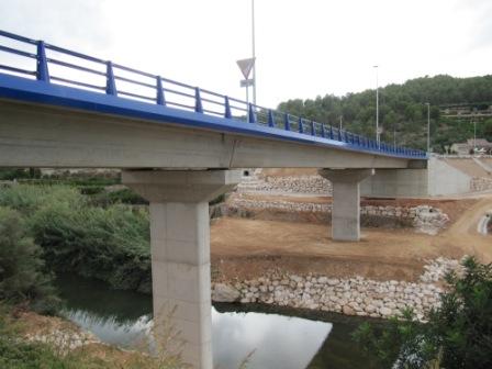 Aspecto del puente sobre el río Serpis. FOTO: DIVAL