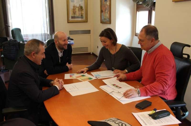 Reunión entre el alcalde de Llíria y la alcaldesa de Benissanó. //EPDA