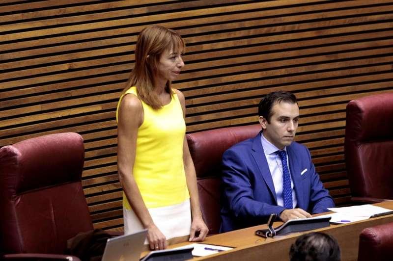 La última diputada en llegar al grupo parlamentario Vox, Rebeca Serna, en su toma de posesión del cargo, el pasado 11 de septiembre. EFE/Aliño