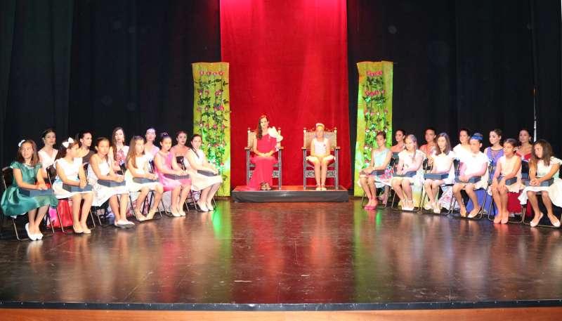 Reinas, damas y cortes de honor en el escenario