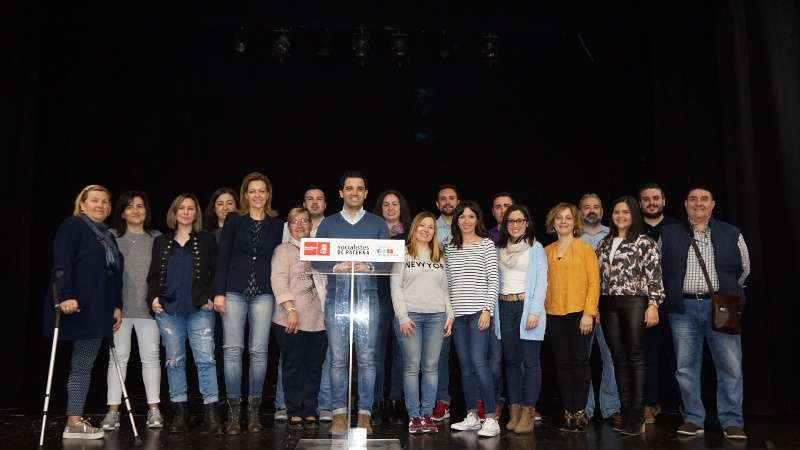 Integrantes de la nueva Comisión Ejecutiva Municipal, con Sagredo. EPDA