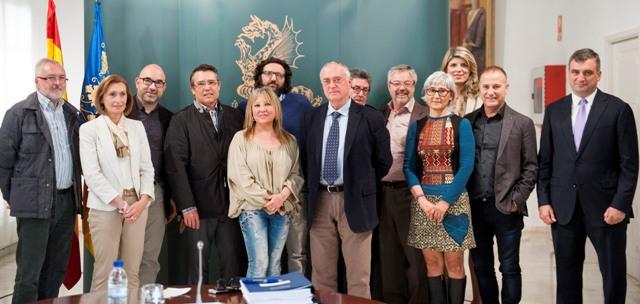 Puchalt y Ribes junto a los portavoces de los jurados y el secretario Mario Carrión. FOTO: DIVAL