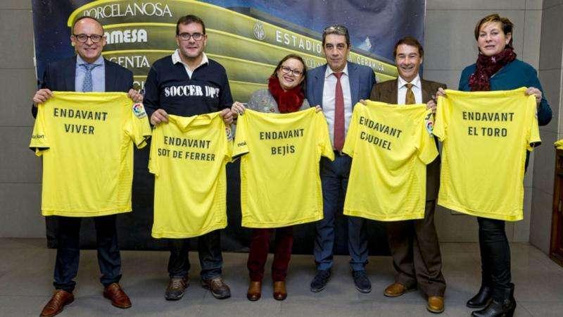 Los alcaldes exhibieron sus camisetas
