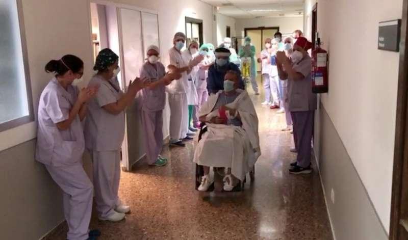 Salida del paciente de la UCI.